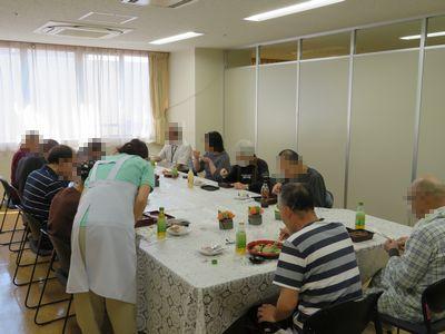 食事会の風景